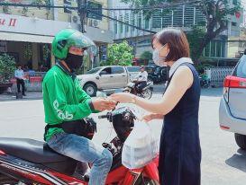Hà Nội yêu cầu shipper trong vùng 1 phải có giấy đi đường