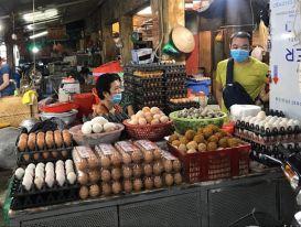Giá trứng, rau quả lại tăng vọt: Bình ổn giá ở đâu?
