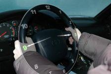 Cầm vô-lăng thế nào để lái xe an toàn nhất?