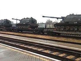 Xuất hiện hình ảnh vũ khí hạng nặng của Nga đổ dồn về biên giới Ukraine