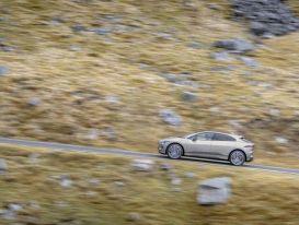 Xe điện Jaguar I-PACE hoàn thành thử thách 'Everesting'