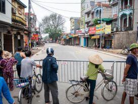 Cận cảnh 'hố tử thần' ở Hà Nội