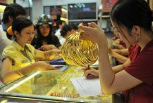 Giá vàng hôm nay 17/4: Đồng USD mất giá, giá vàng tăng mạnh
