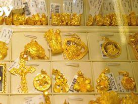 Giá vàng giảm mạnh, trong một đêm mất hơn 30 USD/oz