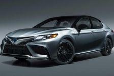 'Soi' Toyota Camry Hybrid 2021 giá hơn 655 triệu: Thêm nhiều trang bị, vẻ ngoài sang trọng