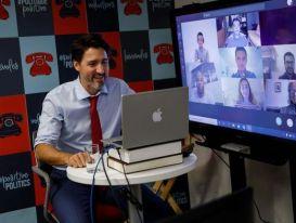 Thủ tướng Canada dùng laptop HP dán logo Apple?