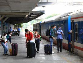 Hoạt động vận tải liên tỉnh chính thức trở lại: Nhiều rào cản phía trước
