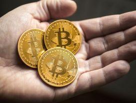 Giá Bitcoin hôm nay 14/10: Bitcoin vượt 57.000 USD, thị trường bùng nổ